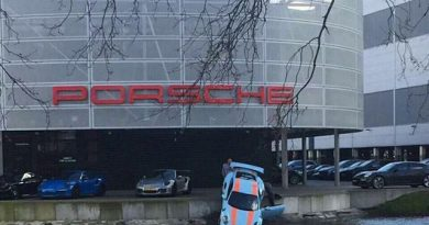 Accident Porsche 911 GT3 RS la apa